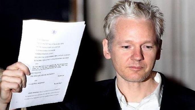 Assange16